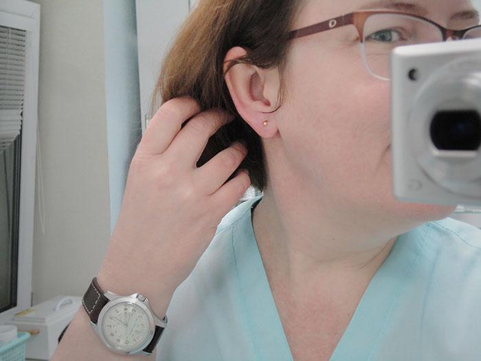 Нужно ли медицинское образование чтобы прокалывать уши